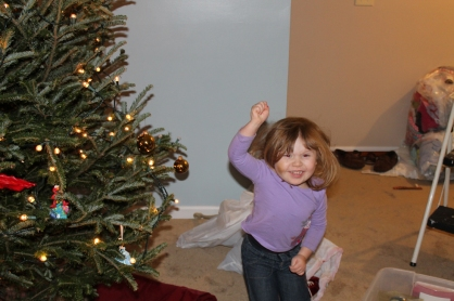 lu decorating the tree